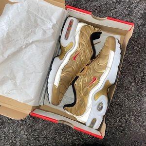 "Women's Nike Air Max Plus ""Metallic Gold"""